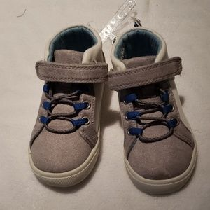 NWOT - Boys High Top Sneakers
